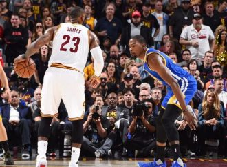 WARRIORS TAKE A 2-0 LEAD AGAINST THE CAVALIERS